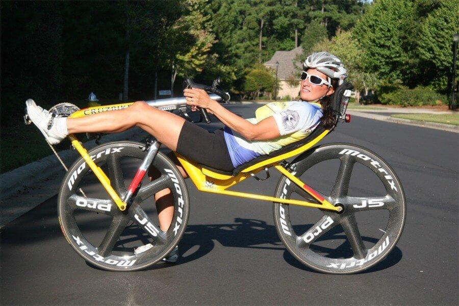 Maria Parker en una Bicicleta Recumbent
